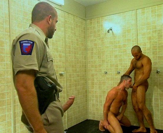в тюрьме парень сосать член видео